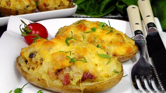 Картофельные лодочки с беконом и сыром запеченные в духовке
