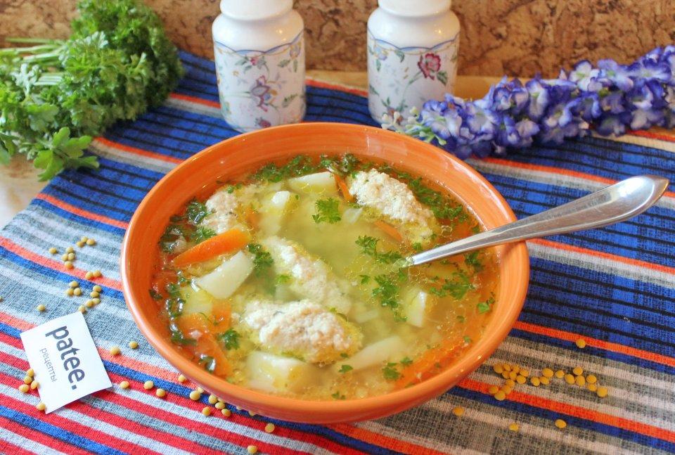 Суп с куриными кнелями и желтой чечевицей