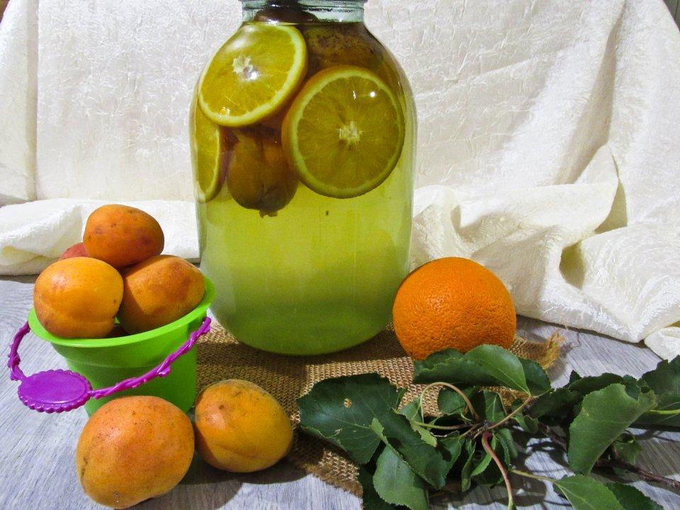 Компот Фанта из абрикосов с апельсином