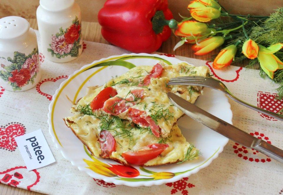 Омлет с  лавашом и помидорами