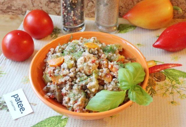 Гречка с фрикадельками и овощами