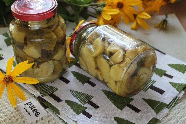 Маринованные белые грибы с корицей и кардамоном