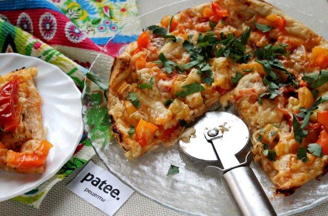 Пицца со сладким перцем на слоёном тесте