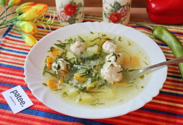 Куриный суп с фрикадельками и шпинатом