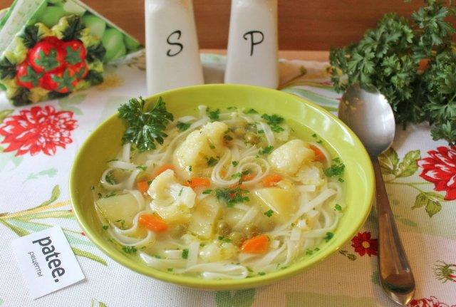 Овощной суп с цветной капустой и лапшой