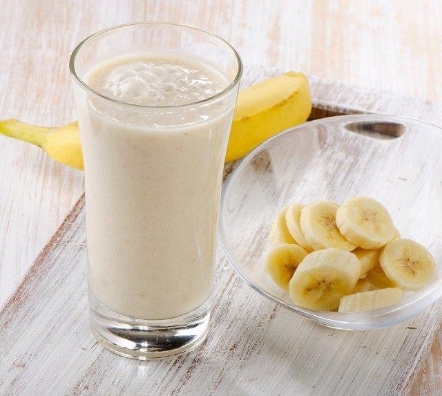 Смузи Банан + яблоко + отруби + кинза.