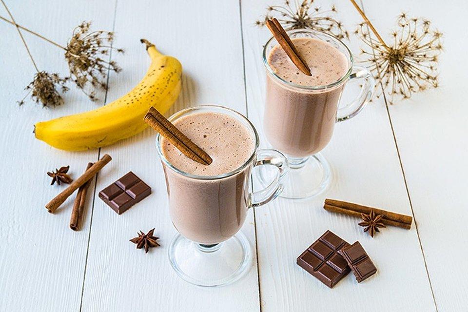 Шоколадный смузи с бананом.