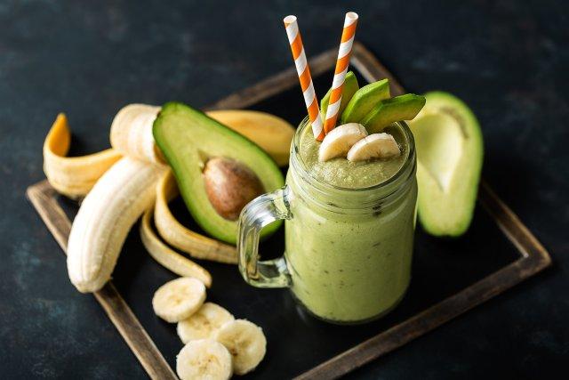 Смузи Шпинат + авокадо + банан + вода.