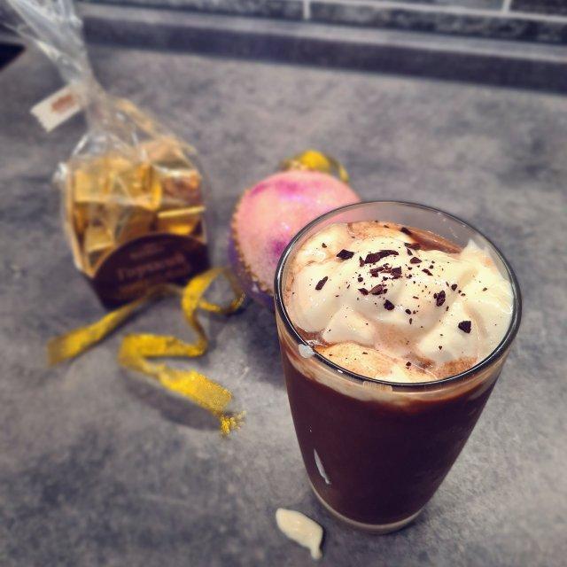 Айс-кофе с мятным сиропом