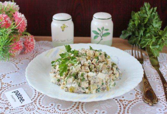 Салат с сардиной и зеленым горошком