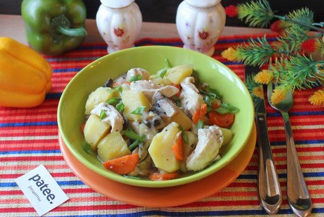 Куриное филе с шампиньонами и картофелем