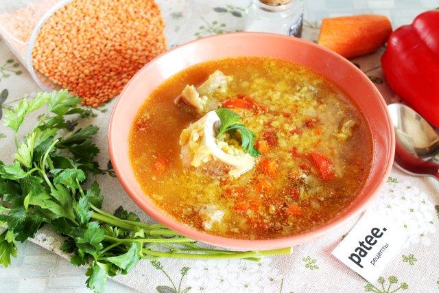 Суп с чечевицей и говядиной на косточке