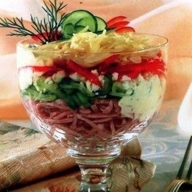 Слоеный салат-коктейль с ветчиной и болгарским перцем 🥗