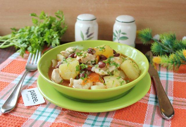 Курица с фасолью и картофелем по-турецки