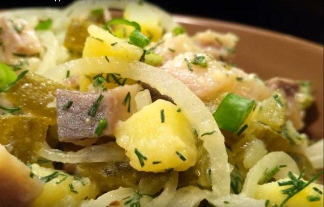 Сытный салат с сельдью 🥗