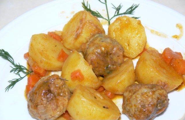 Картофель с мясными фрикадельками 🥔